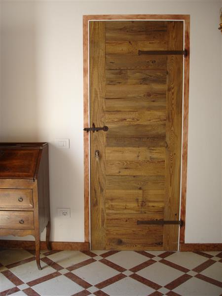 Porte in legno antico for Case stile antico